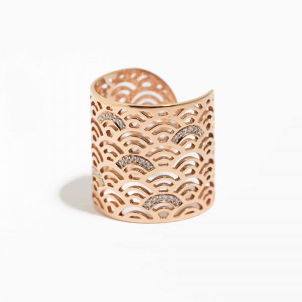 Wave ring with diamonds